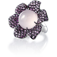 Fabulous gemstone ring, rose quartz cabochon rhodolite garnet accents 18kt white gold.