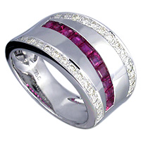 Diamond and Ruby ring in 18kt white gold.